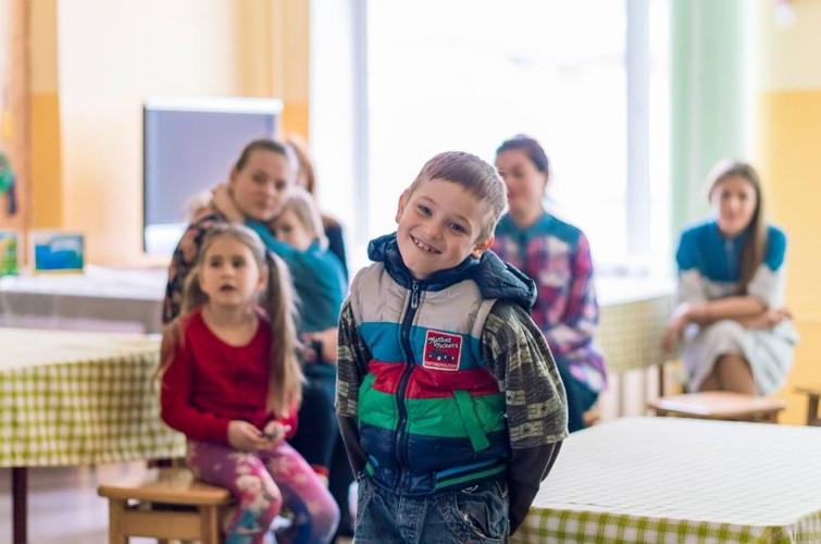 Освіта замість цукерок. Волонтери збирають кошти на курси для вихованців дитбудинків